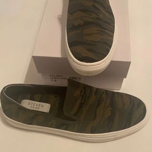 Steven by Steve Madden camo shoes size 7.5